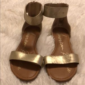 Gold sandals with zipper